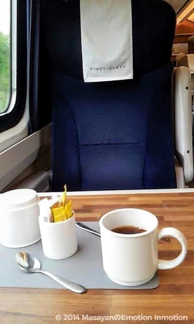 イギリス列車で紅茶
