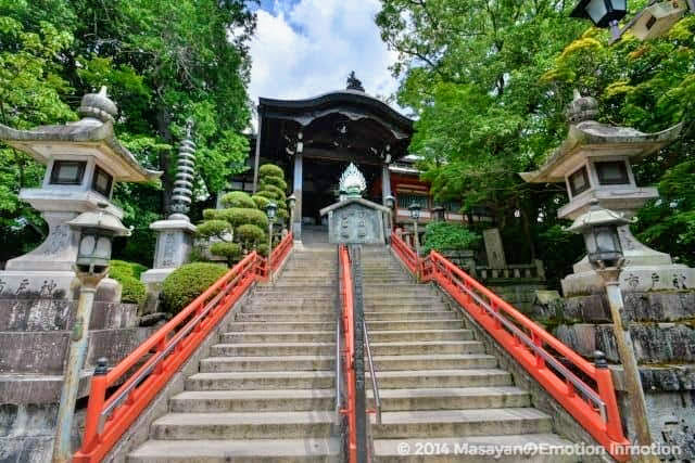 信貴山・朝護孫子寺の本堂