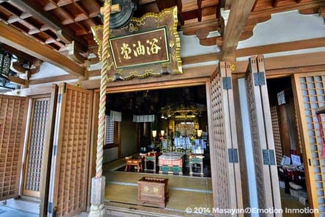 信貴山・朝護孫子寺の浴油堂