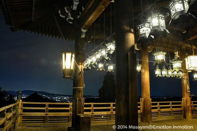 夜の東大寺二月堂/光る提灯