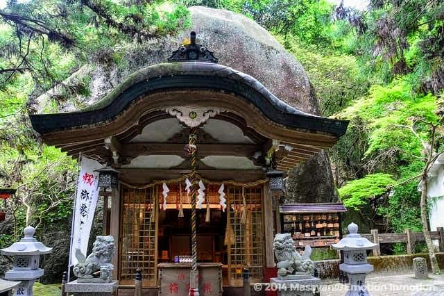 磐船神社拝殿本殿