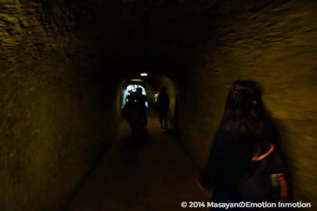 銭洗弁財天宇賀福神社のトンネル