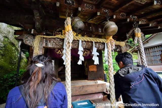 銭洗弁財天宇賀福神社の拝殿