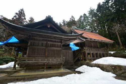 稲田神社幣殿と本殿