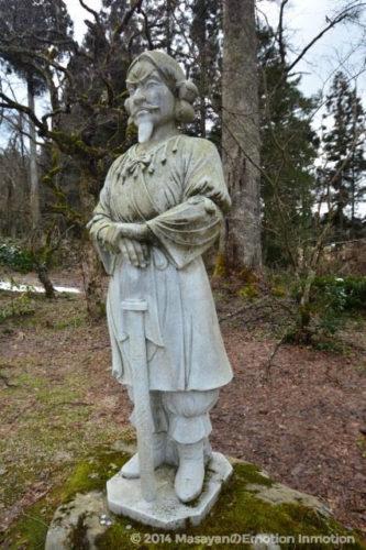 稲田神社境内の石像