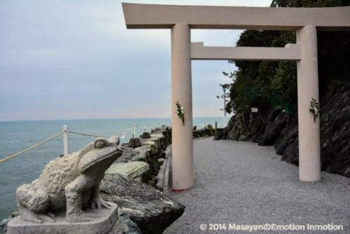 二見興玉神社のカエル