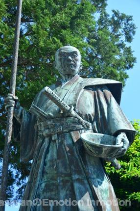 黒田二十四騎の一人・母里太兵衛の銅像