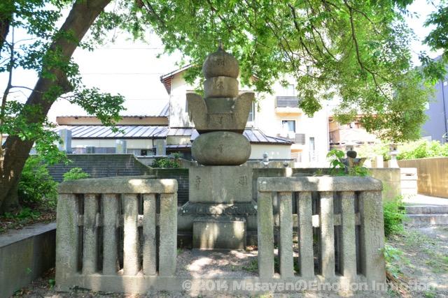 八代黒田治高の墓所